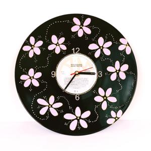 Pink daisies – Vinyl record clock